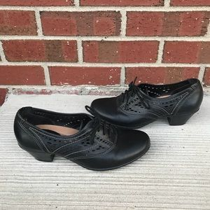 Earth Escape Black Leather Oxfords Heels 7.5B